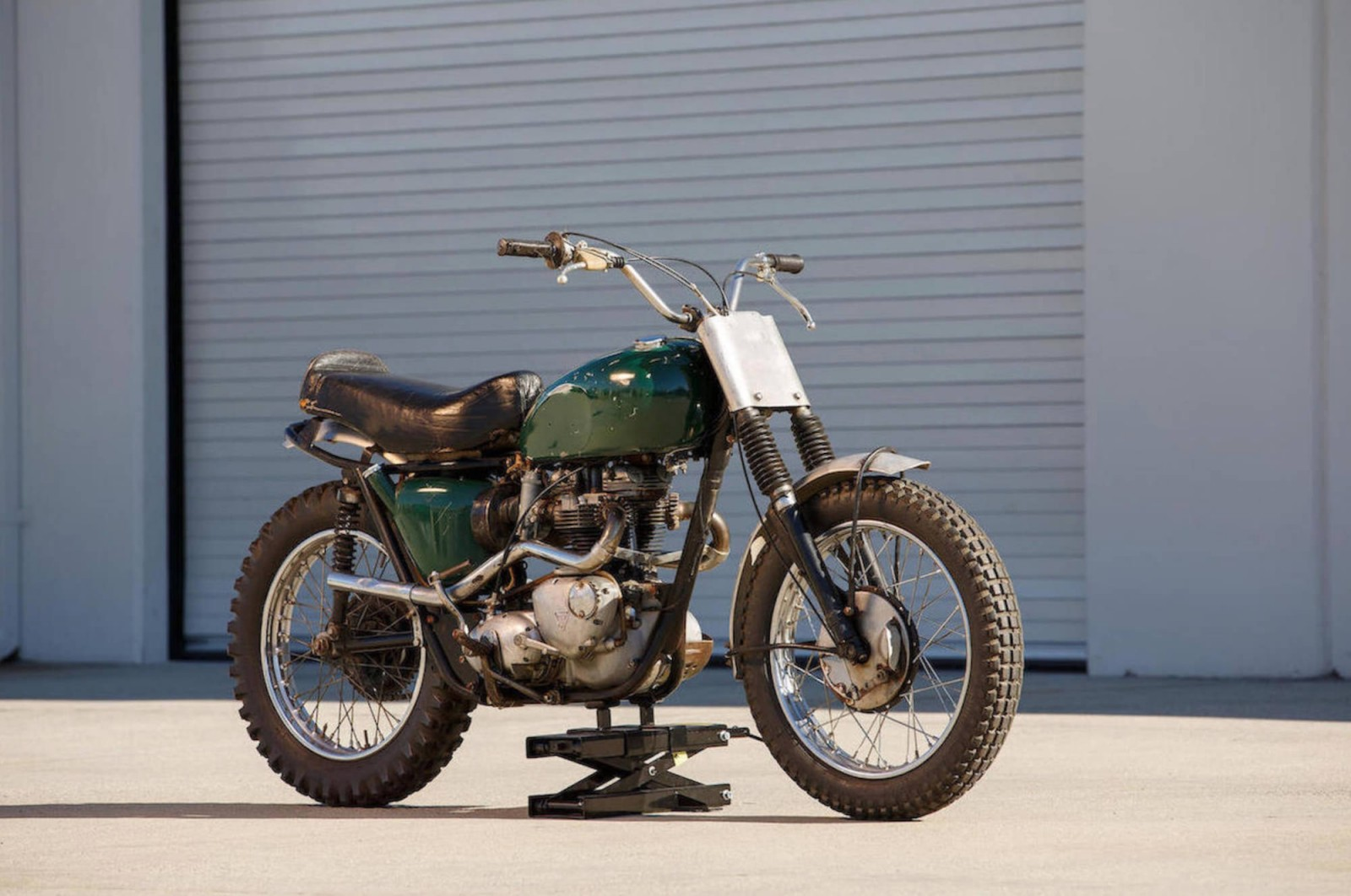 Build Your Own Triumph Desert Sled Like The King Of Cool Age Of Glory
